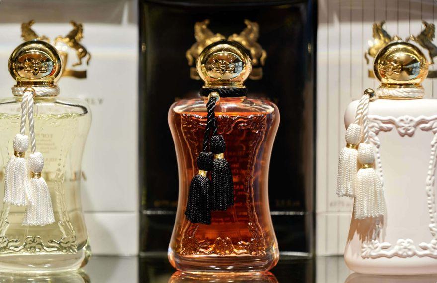 Lijepa bočica parfema
